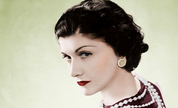 coco-chanel-wearing-her-famous-costume-jewellery-1